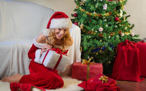 Christmas-Santa-Girl-Gifts-HD-Desktop